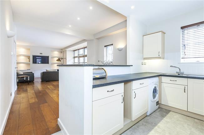 Asking Price £895,000, 2 Bedroom Flat For Sale in London, SE1