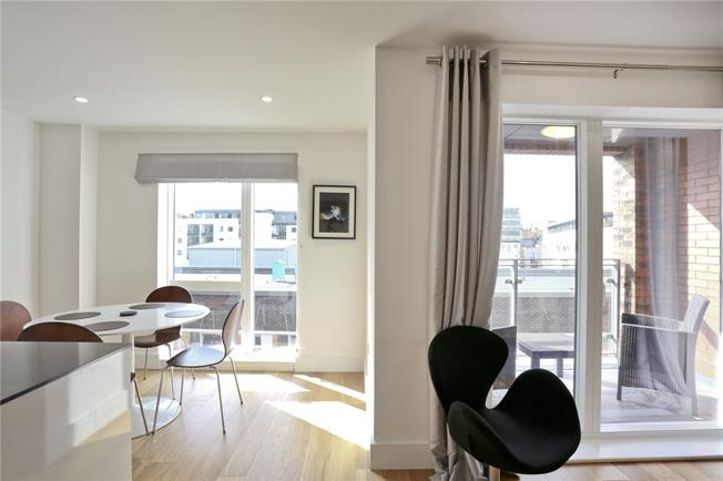 Asking Price £865,000, 2 Bedroom Flat For Sale in London, SE1