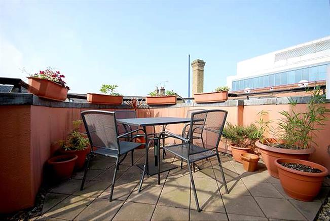 Asking Price £900,000, 2 Bedroom Flat For Sale in London, SE1