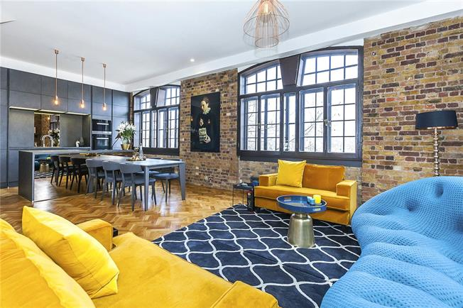 Asking Price £1,500,000, 2 Bedroom Flat For Sale in London, E1W