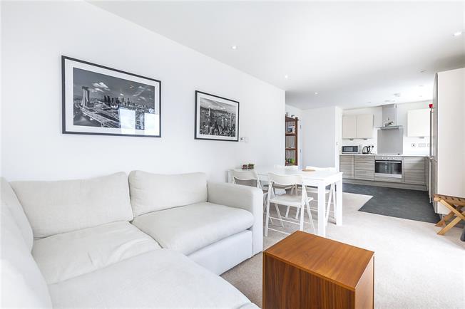 Asking Price £625,000, 2 Bedroom Flat For Sale in London, SE16