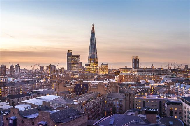 Asking Price £1,750,000, 3 Bedroom Flat For Sale in London, SE1