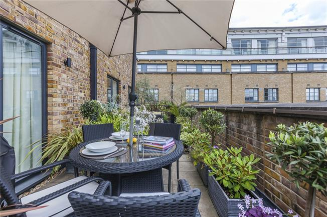 Asking Price £1,349,000, 3 Bedroom Flat For Sale in London, SE1