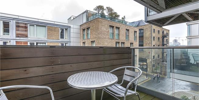 Offers in excess of £400,000, Flat For Sale in London, SE16