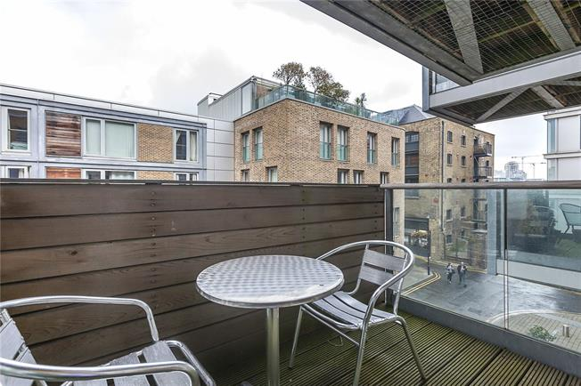 Asking Price £440,000, Flat For Sale in London, SE16