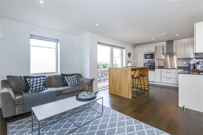 Asking Price £650,000, 2 Bedroom Flat For Sale in London, SE16