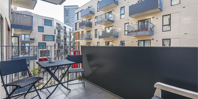 Offers in excess of £550,000, 2 Bedroom Flat For Sale in London, SE16
