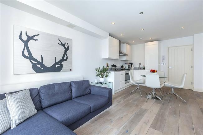 Asking Price £520,000, 1 Bedroom Flat For Sale in London, SE1