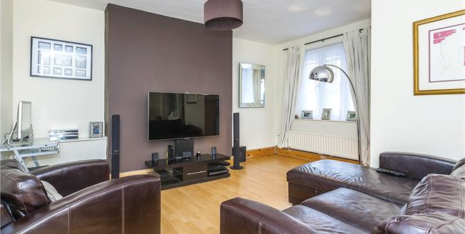Asking Price £610,000, 2 Bedroom Flat For Sale in London, SE1