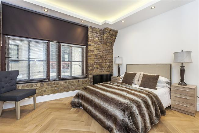 Asking Price £1,050,000, 2 Bedroom Flat For Sale in London, E1W