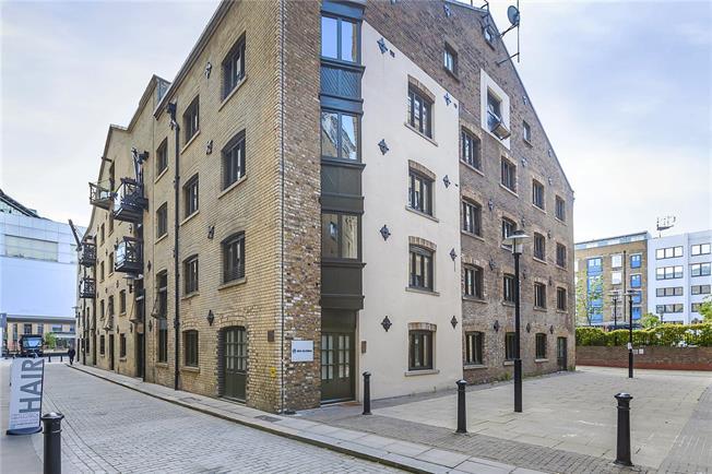 Asking Price £800,000, 2 Bedroom Flat For Sale in London, SE1
