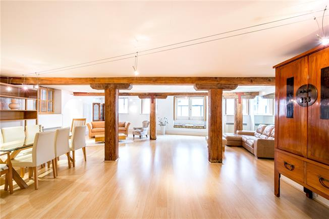 Asking Price £1,100,000, 2 Bedroom Flat For Sale in London, SE1
