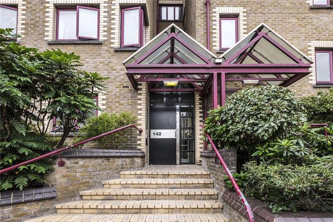Asking Price £575,000, 1 Bedroom Flat For Sale in London, E1W