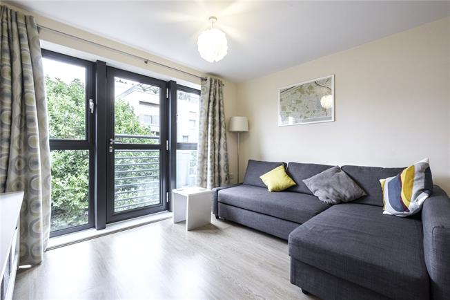 Asking Price £400,000, 1 Bedroom Flat For Sale in London, SE16