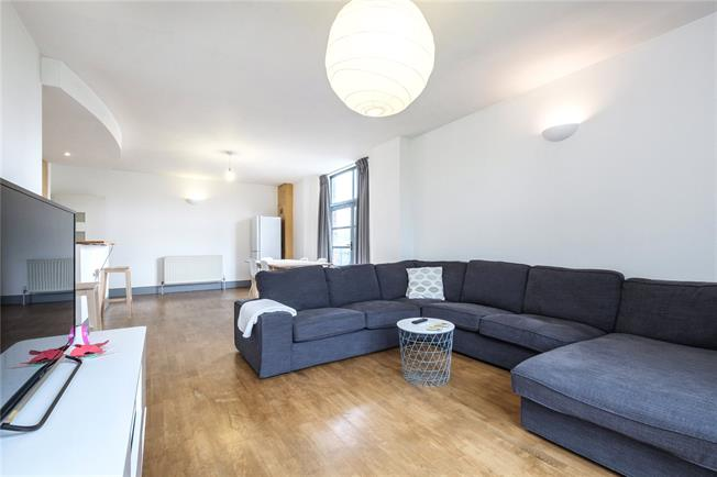 Offers in excess of £650,000, 2 Bedroom Flat For Sale in London, SE16