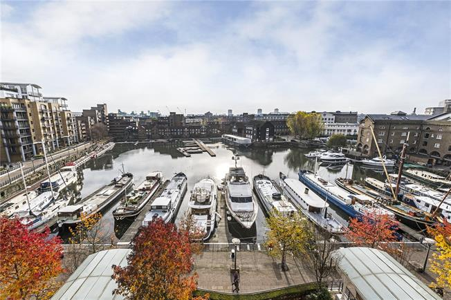 Asking Price £1,350,000, 2 Bedroom Flat For Sale in London, E1W