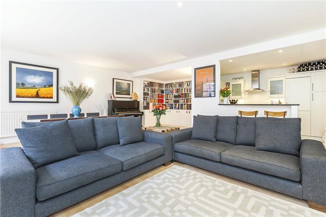 Asking Price £1,050,000, 2 Bedroom Flat For Sale in London, SE1