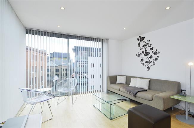 Asking Price £600,000, 2 Bedroom Flat For Sale in London, SE1