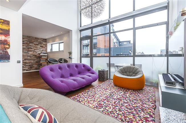 Asking Price £525,000, 2 Bedroom Flat For Sale in London, SE16