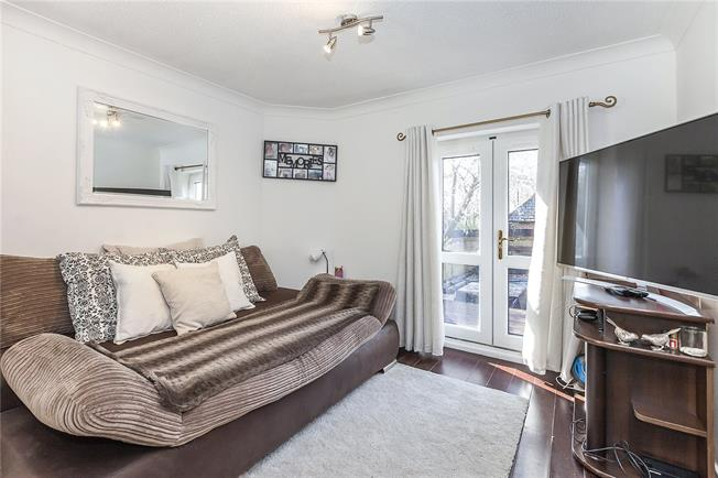 Asking Price £525,000, 3 Bedroom House For Sale in London, SE16