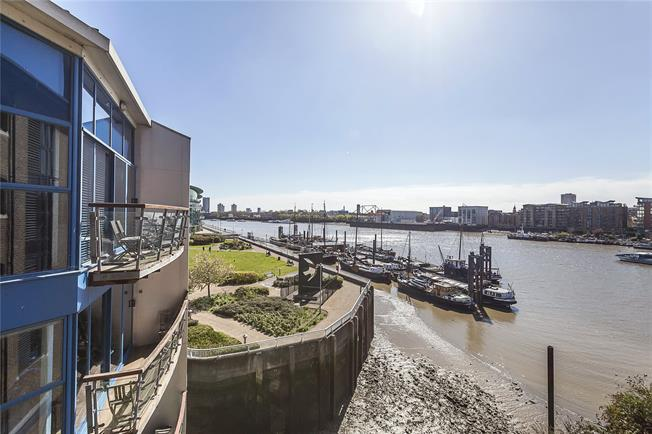 Asking Price £900,000, 2 Bedroom Flat For Sale in London, E1W
