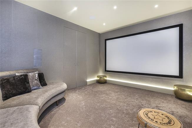 Asking Price £2,750,000, 5 Bedroom Terraced House For Sale in London, SE1