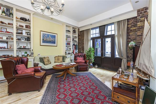 Asking Price £800,000, 2 Bedroom Flat For Sale in London, E1W