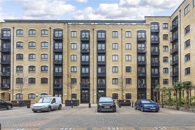 Asking Price £650,000, 1 Bedroom Flat For Sale in London, SE1