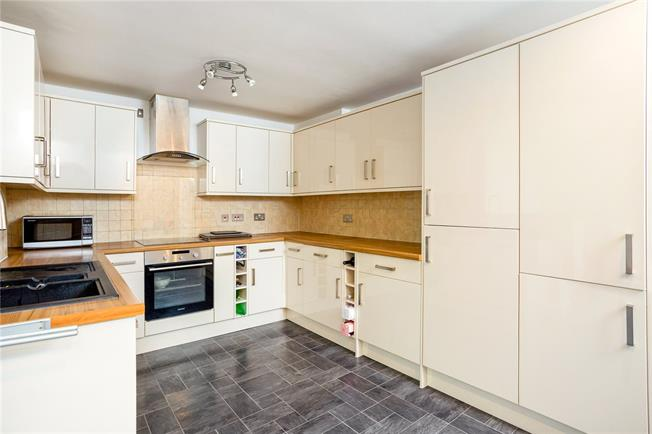 Asking Price £800,000, 4 Bedroom End of Terrace House For Sale in London, SE16