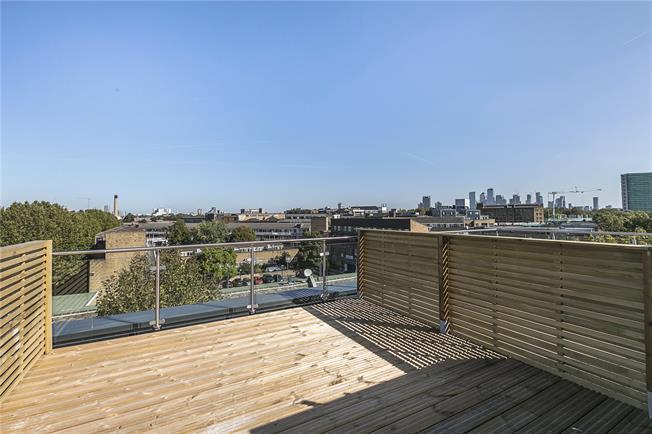 Asking Price £750,000, 3 Bedroom Flat For Sale in London, SE1