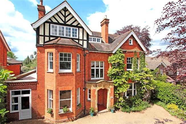 Asking Price £1,695,000, 6 Bedroom Detached House For Sale in Tunbridge Wells, TN4