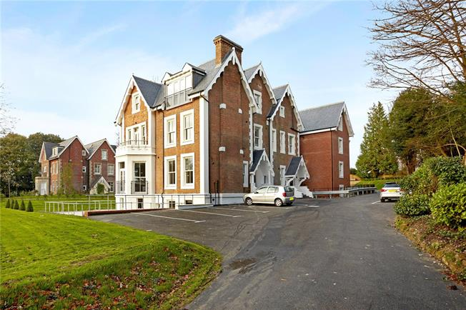 Asking Price £499,950, 2 Bedroom Flat For Sale in Tunbridge Wells, Kent, TN1