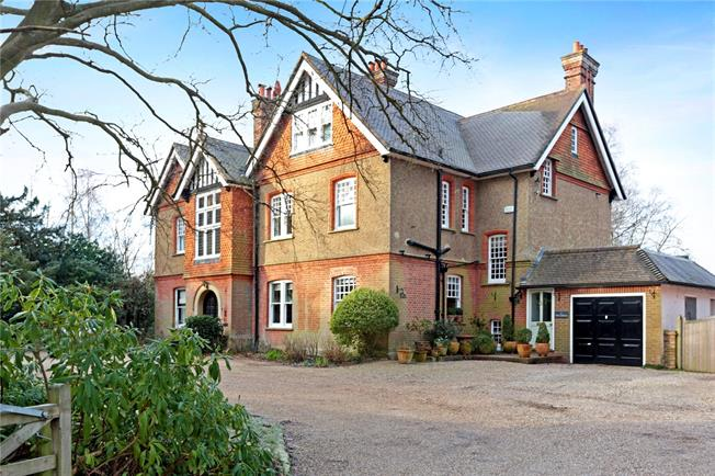 Asking Price £915,000, 5 Bedroom Semi Detached House For Sale in Groombridge, TN3