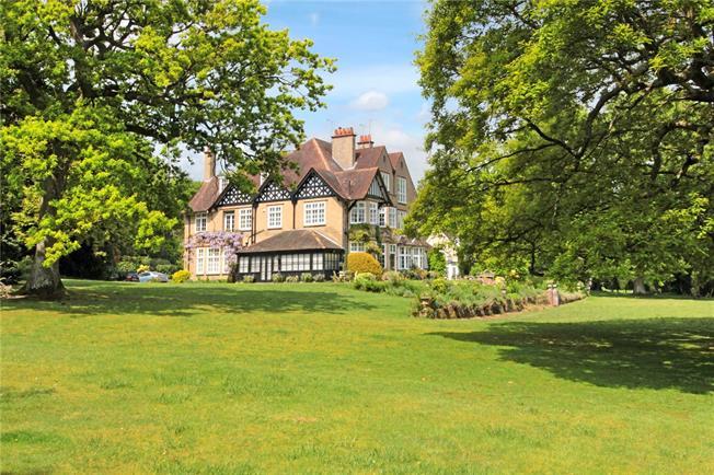 Offers in the region of £535,000, 2 Bedroom Flat For Sale in Matfield, TN12