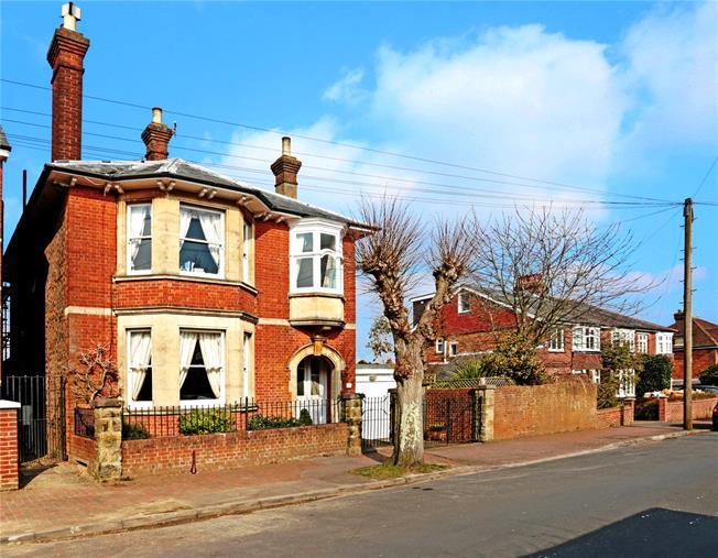 Asking Price £785,000, 4 Bedroom Detached House For Sale in Tunbridge Wells, TN4