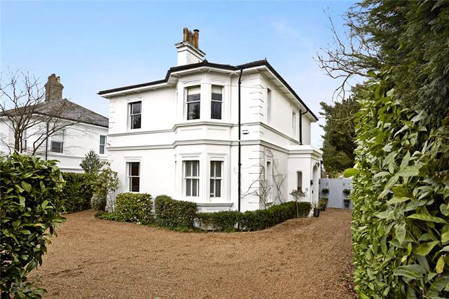 Asking Price £1,699,900, 5 Bedroom Detached House For Sale in Tunbridge Wells, TN2