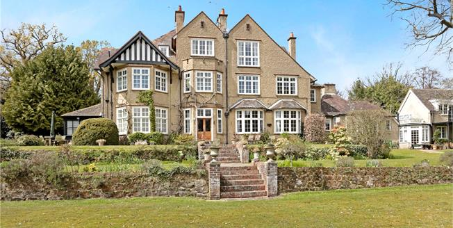 Asking Price £397,500, 2 Bedroom Flat For Sale in Matfield, TN12