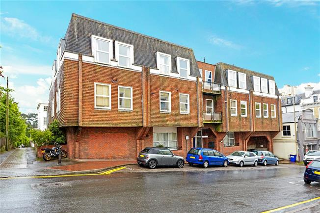 Asking Price £495,000, 3 Bedroom Flat For Sale in Tunbridge Wells, Kent, TN1