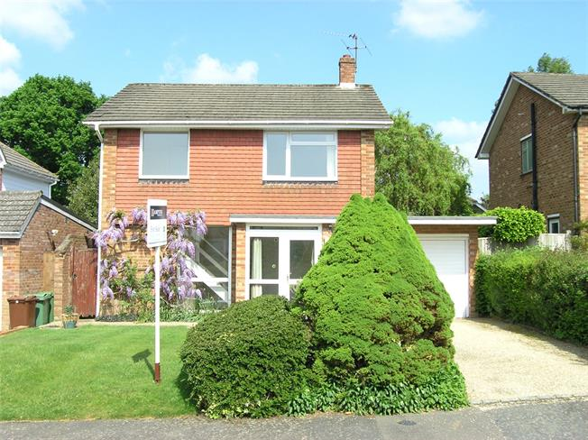 Asking Price £500,000, 3 Bedroom Detached House For Sale in Langton Green, TN3