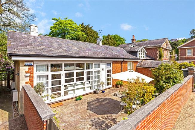 Offers in the region of £699,950, 4 Bedroom House For Sale in Tunbridge Wells, TN2
