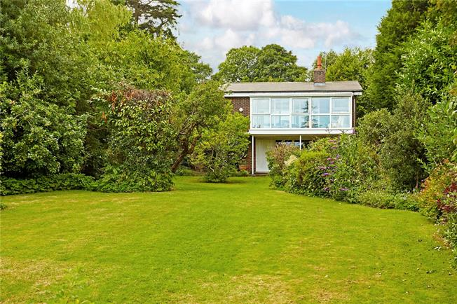 Guide Price £650,000, 3 Bedroom Detached House For Sale in East Sussex, TN20