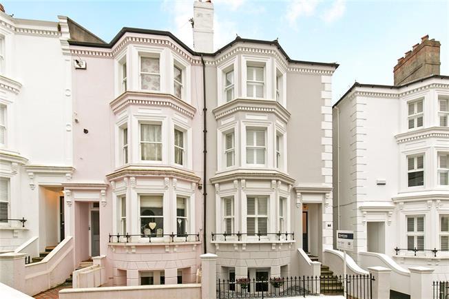 Asking Price £965,000, 4 Bedroom For Sale in Tunbridge Wells, TN1