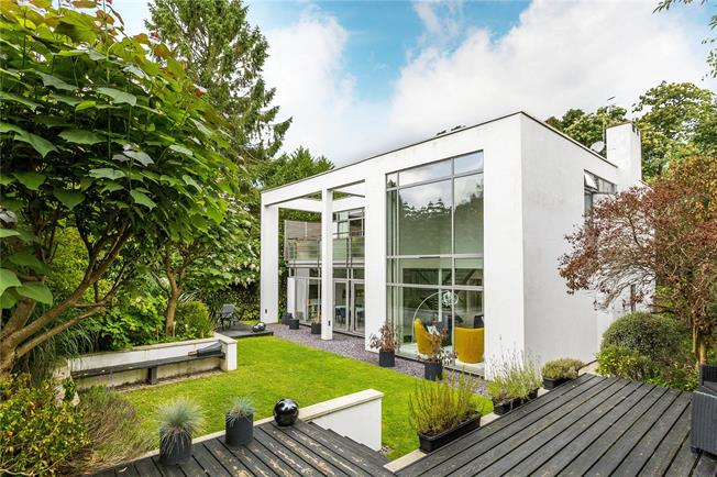 Asking Price £1,275,000, 5 Bedroom Detached House For Sale in Tunbridge Wells, TN2