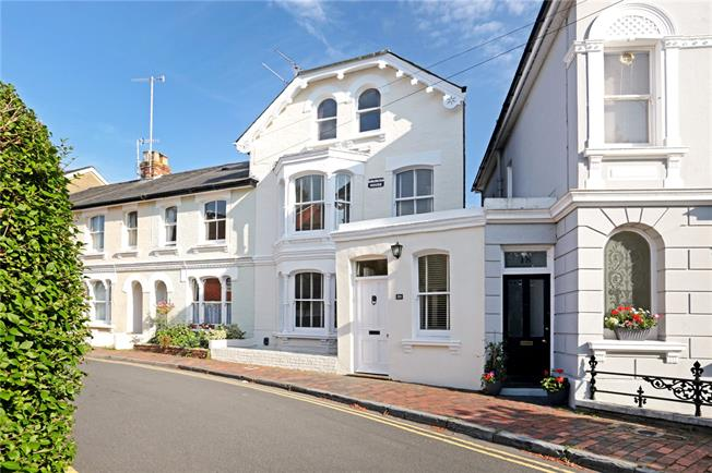 Asking Price £700,000, 4 Bedroom House For Sale in Tunbridge Wells, TN1