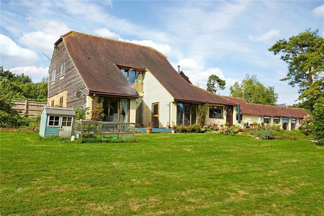 Asking Price £985,000, 4 Bedroom Detached House For Sale in Wadhurst, TN5