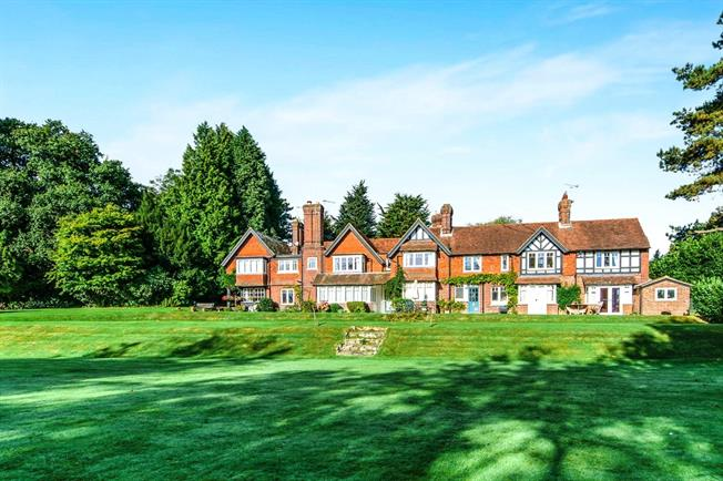 Offers in the region of £450,000, 3 Bedroom For Sale in Rotherfield, TN6