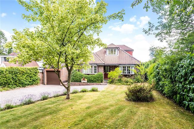 Asking Price £650,000, 3 Bedroom Detached House For Sale in Ashurst Wood, RH19
