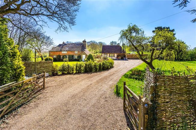 Guide Price £1,335,000, 4 Bedroom Detached House For Sale in Chiddingstone Hoath, TN8