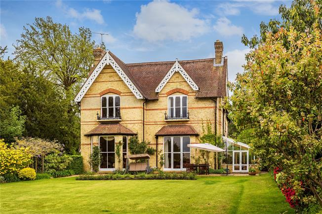 Asking Price £1,875,000, 5 Bedroom Semi Detached House For Sale in Kent, TN2