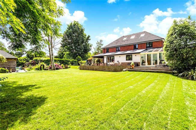 Asking Price £1,595,000, 6 Bedroom Detached House For Sale in Tunbridge Wells, TN4